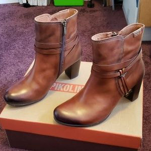 NWT Pikolinis booties